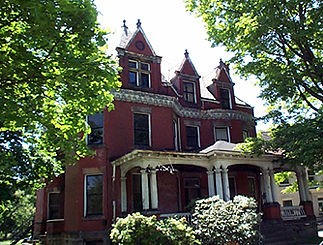 Edwin Newton Ohl Residence. Queen Anne influence (built 1800)