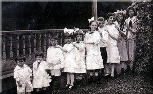 School kids early 1900s