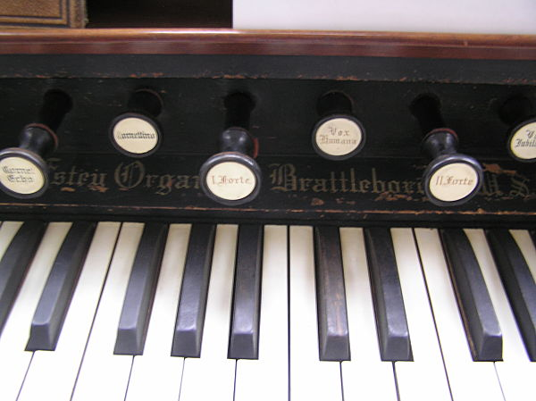close up of keys on sankey organ