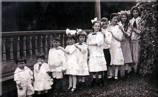 School kids early 1900s